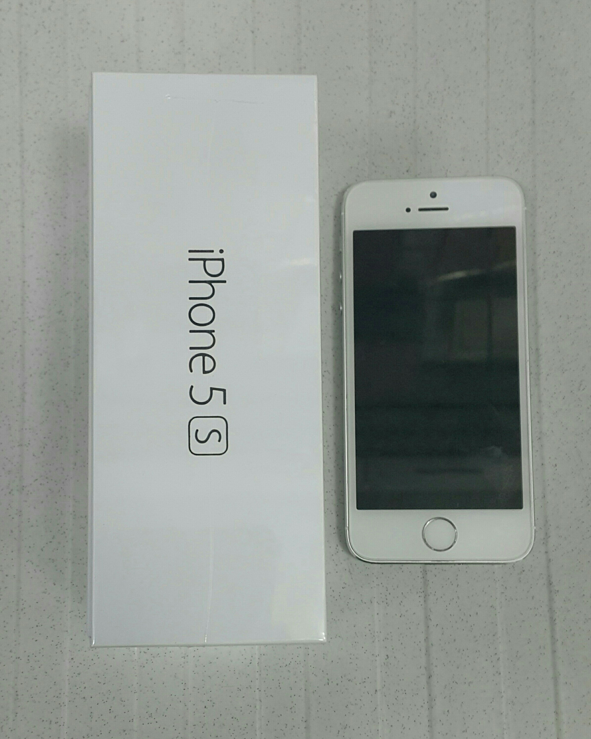 I Phone .Brand New .with One Year warranty. If You Open The box No Return.