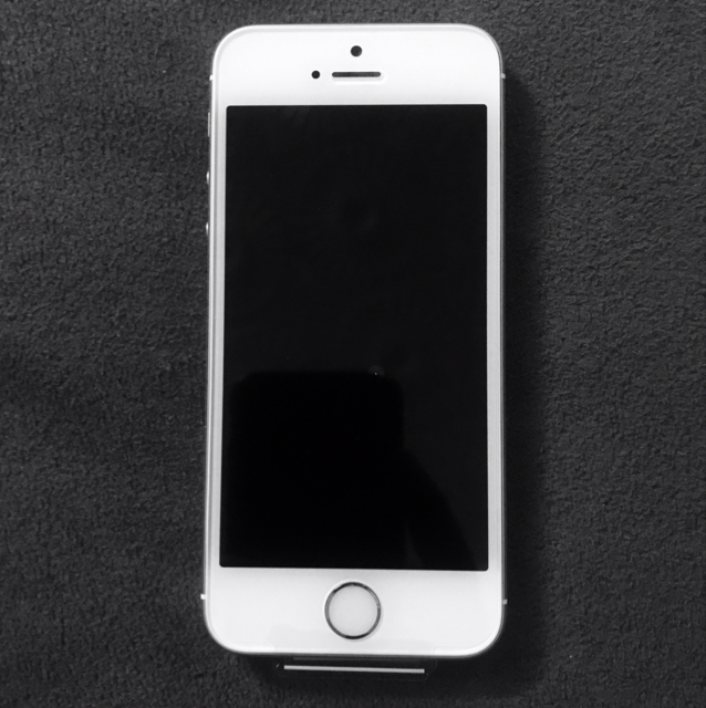 IPHONE 5s. Gold Color 32GB