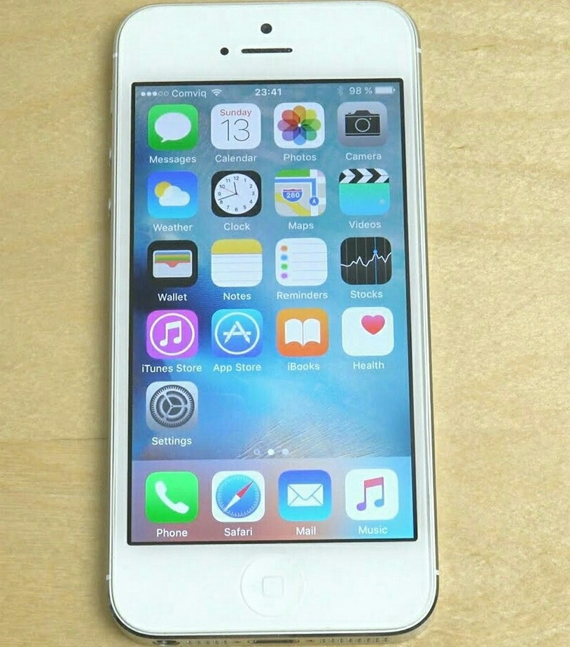 Iphone 5, 16GB, No Scratesh, With Free Bluetooth Headset