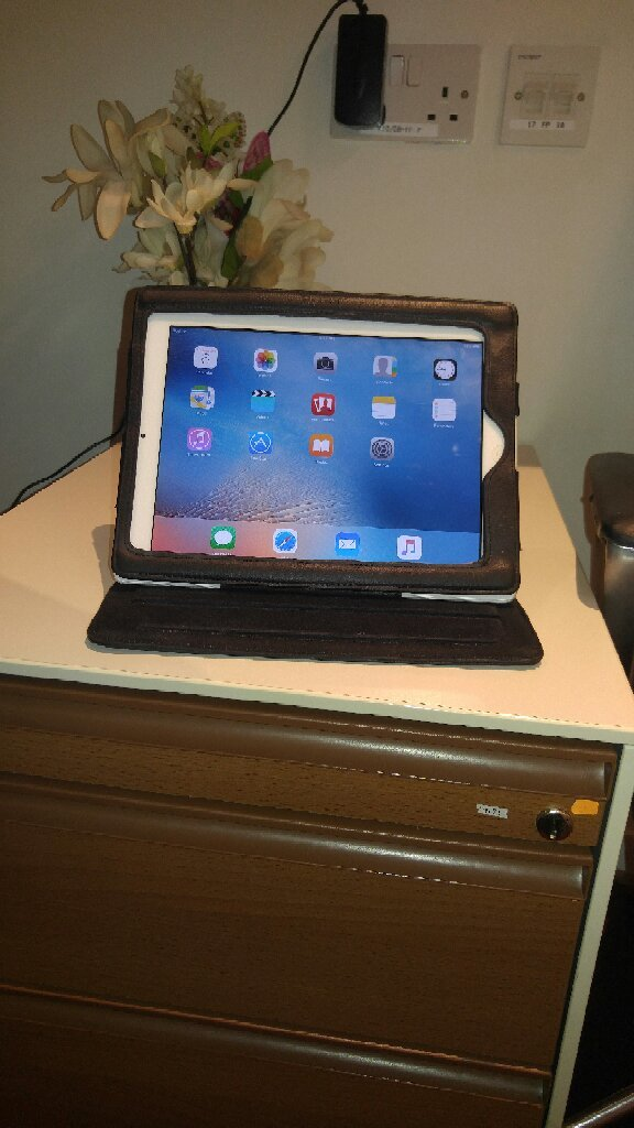 Apple 32 GB IPAD 2 With 360° Full Cover.