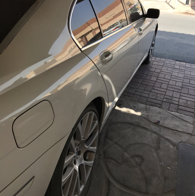 BMW 730li white color in top cleaning