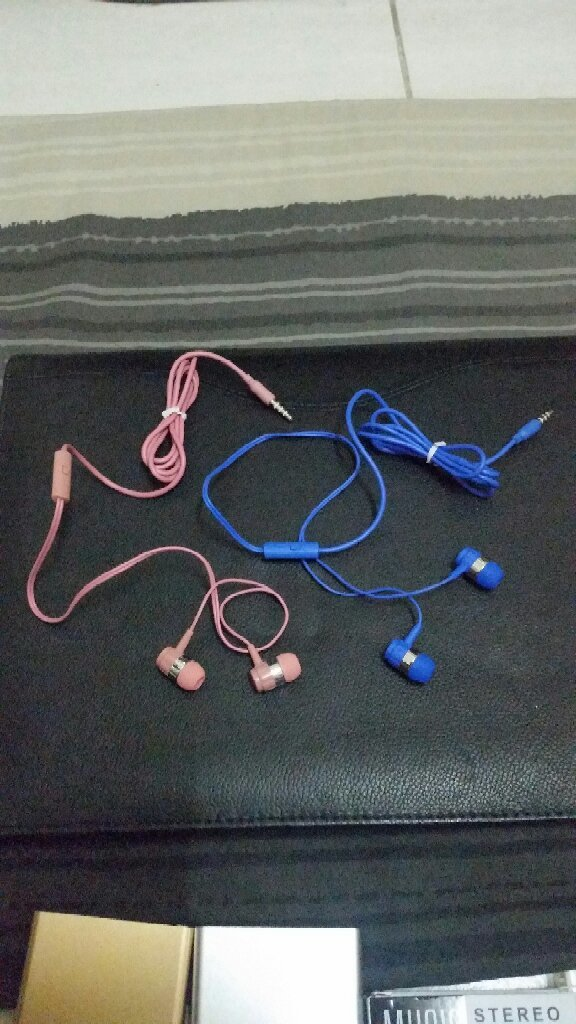 TWO Earphone With Box 🎁🎁