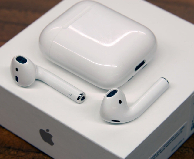 Original Apple Airpods