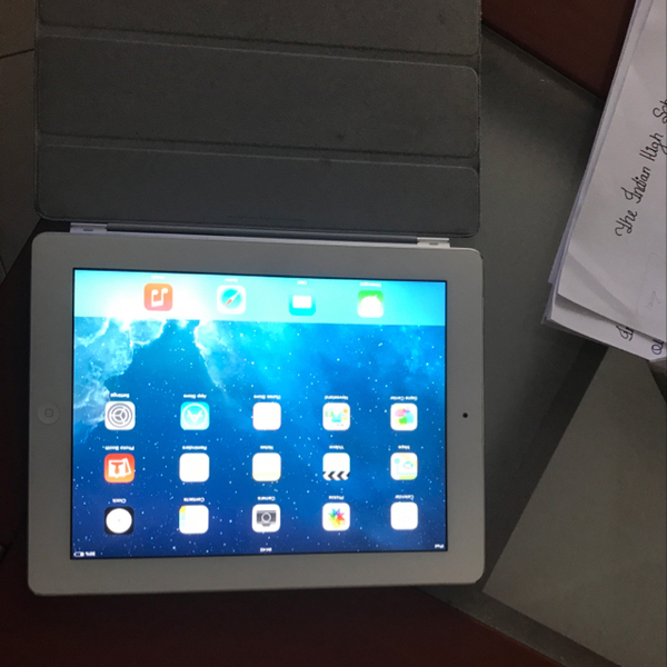 Ipad 2 Wifi Without Box With Smart. Case In Okay Condition, Little Damaged