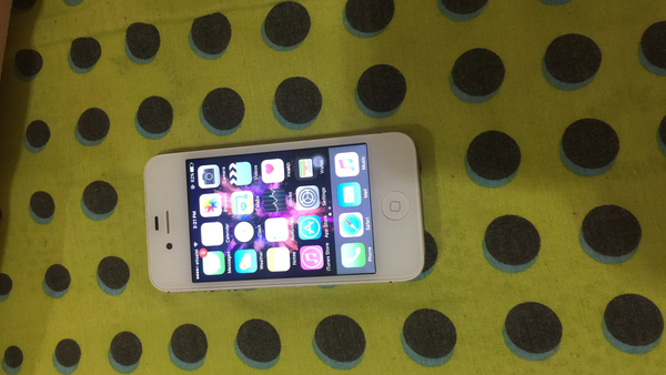 Hi I'm selling my iPhone 4s white 64gb