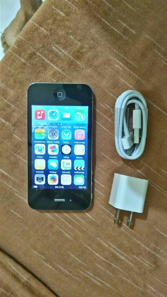 iPhone 4..16gb.black. like new condition