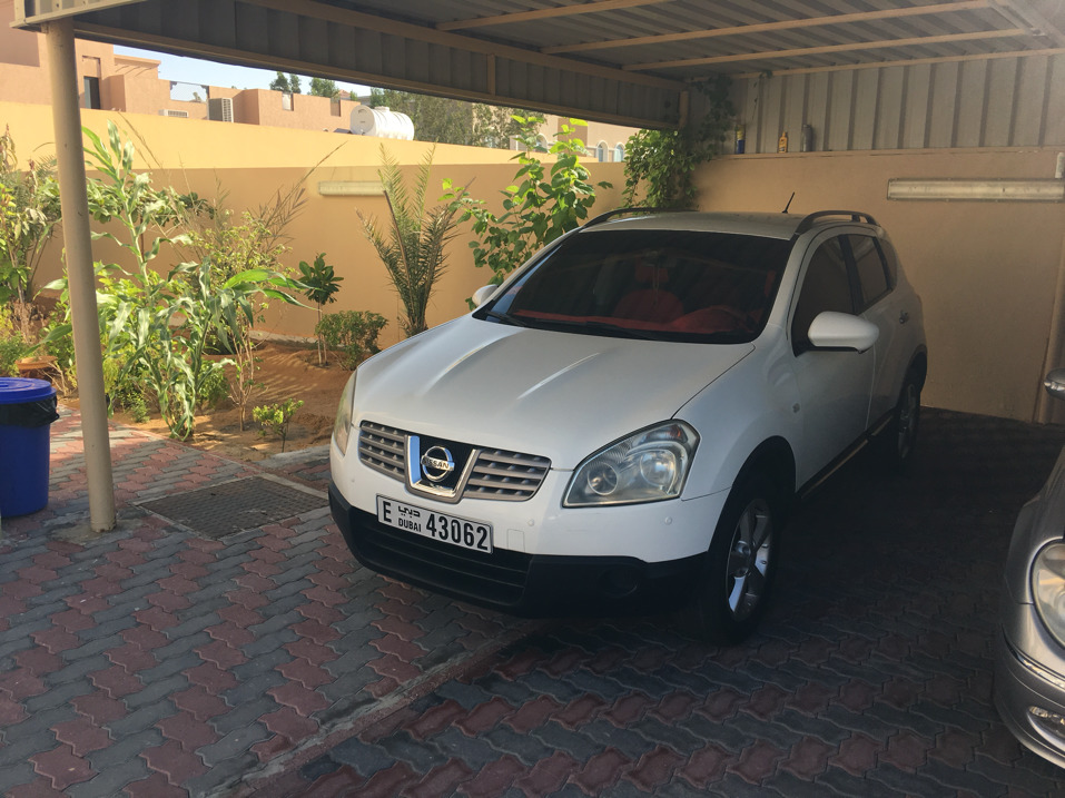 Nissan Qashqai 2009 2nd Option White With Red Interior First Owner Lady Driving
