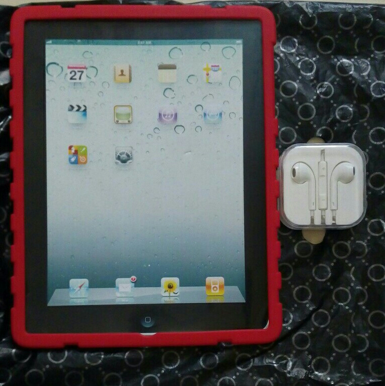 New Rubberized RED Color back cover for IPad 2/3/4.with brand new earpods.