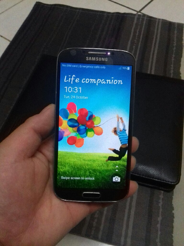 SAMSUNG GALAXY S4 Mobile With Charger