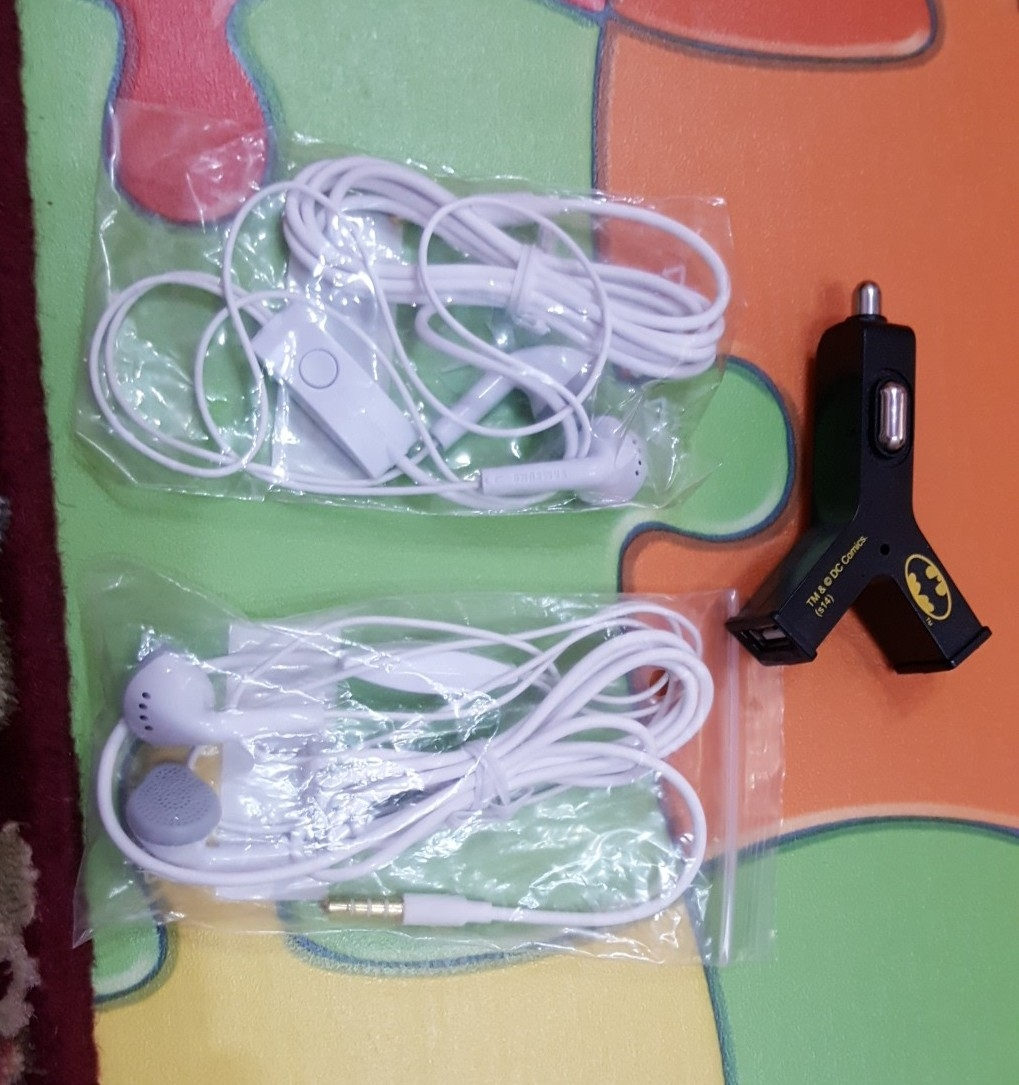 Samsung Headset 2 Pcs With Car Charger