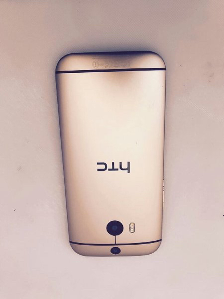 Htc m8 32 GB.  GOLD COLOR WITH COMPLETE