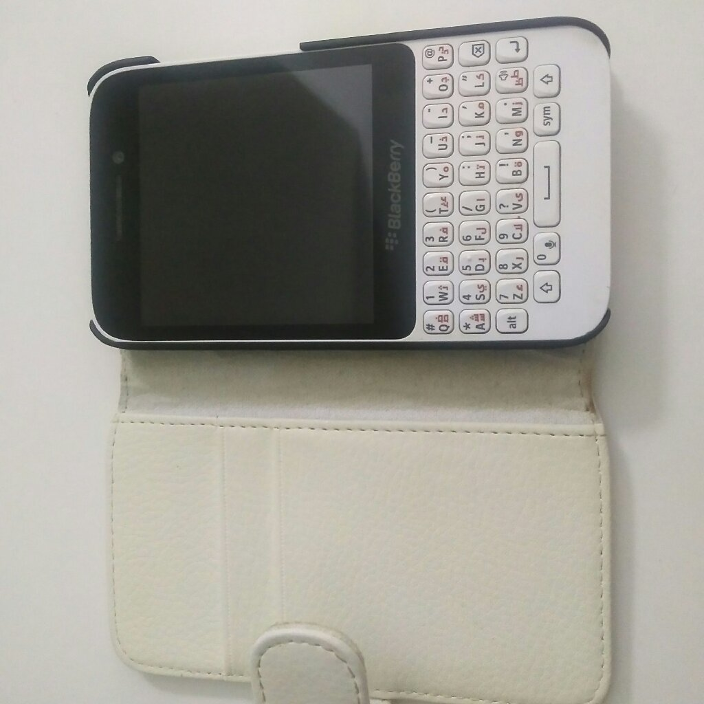 Blackberry Q5 white - used without box