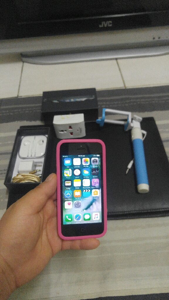 IPhone 5 Original 16 GB with Accesory.