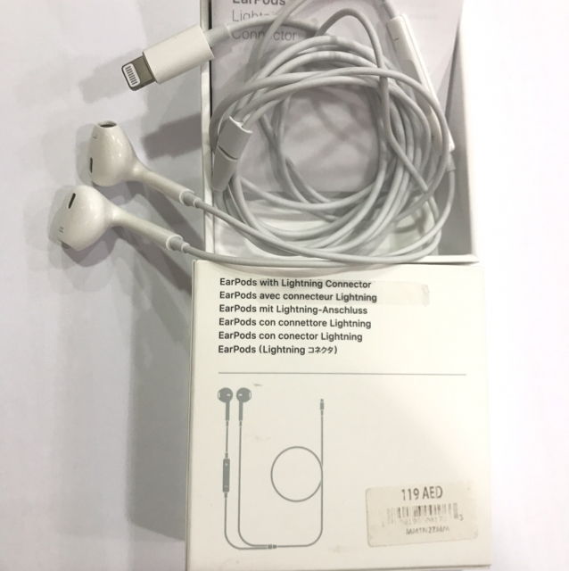 100% Apple Authentic EarPods Lightning Connector, Bought Frm Dubai, With Amount AED119, Check Price On First Pic