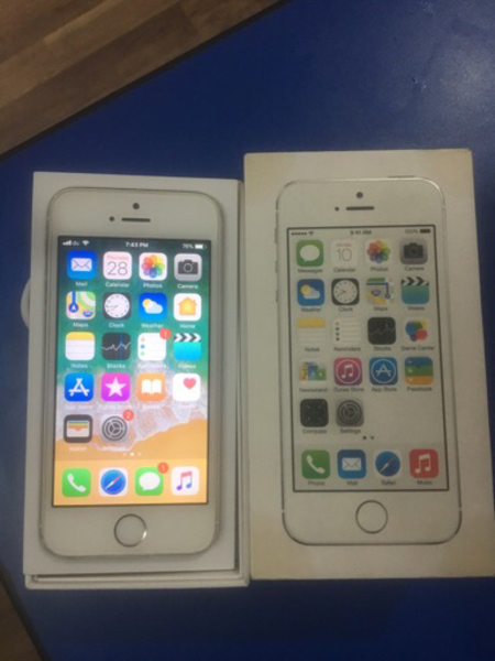 IPHONE 5s 32 gb white. With box