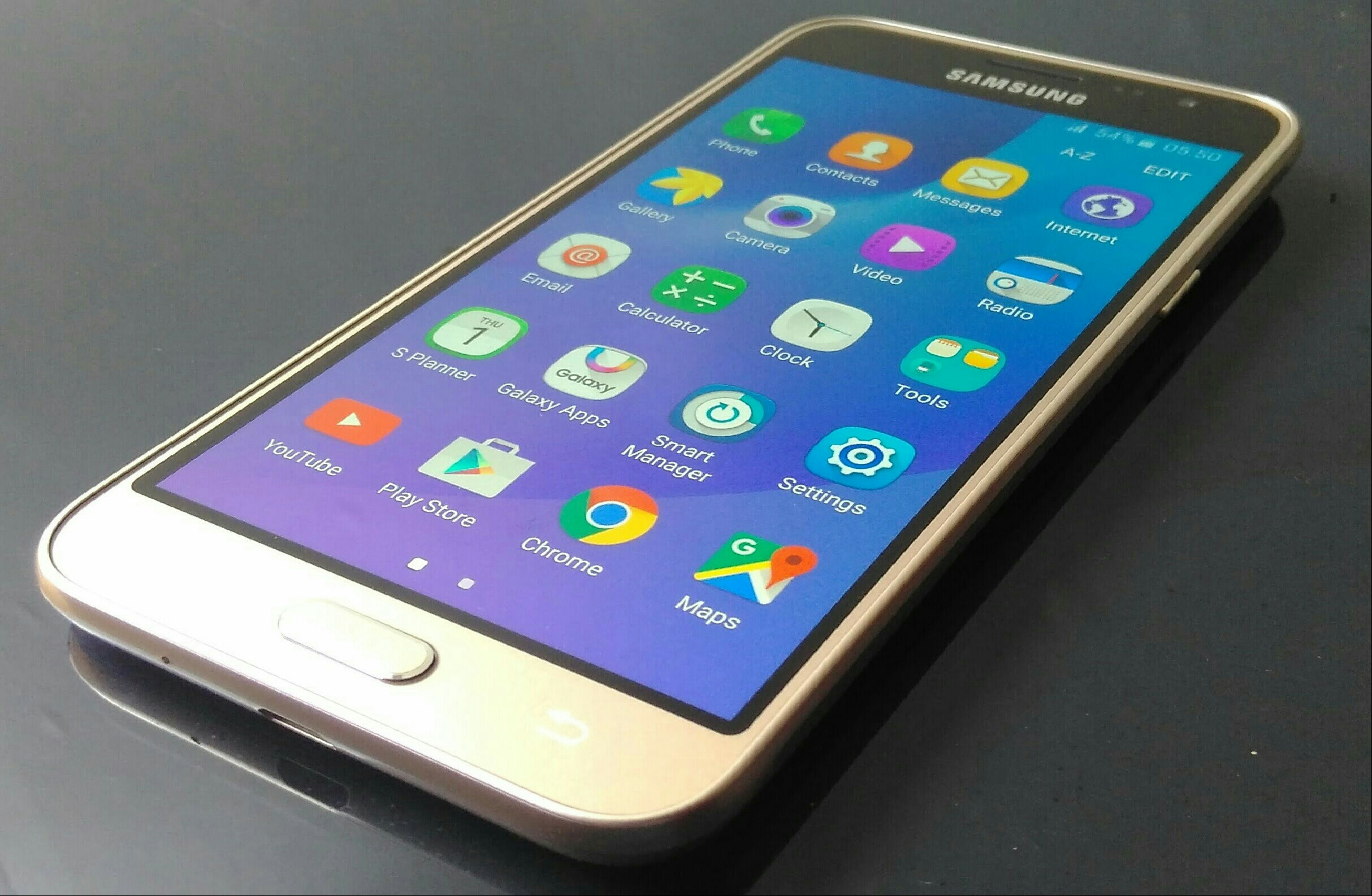 Samsung J3 2,016 Gold Excellent Condition.