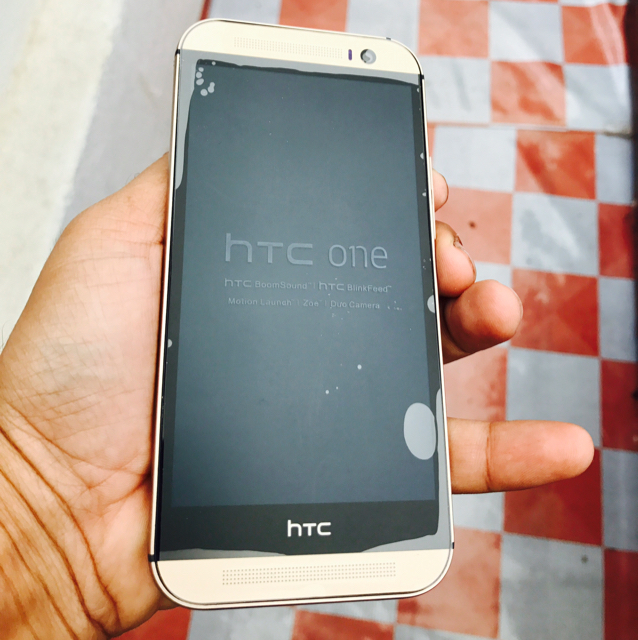 HTC M8  32GB GOLD COLOR. NEW COMPLETE
