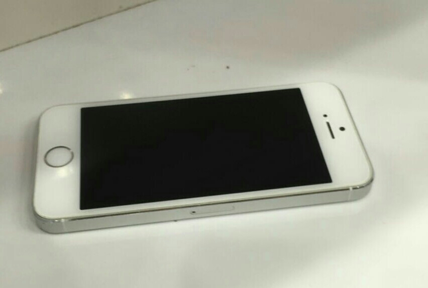 Light Used iphone 5s Gold 16GB very good condition