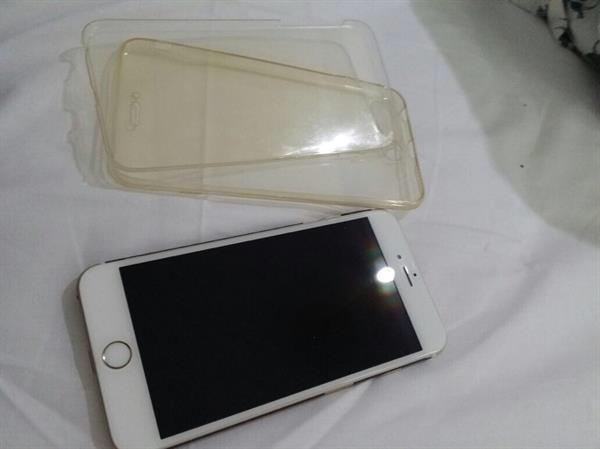 iphone 6 plus golden 64gb with coffe viber carbone sticker and full plastic cover used very very very very clean like a new