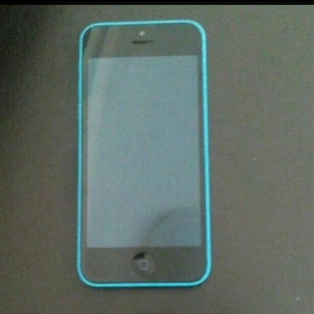 iPhone 5c Connection Problem It Can Be Fixed Or Use As Parts ... The Mobile Is Clean... 16 GB