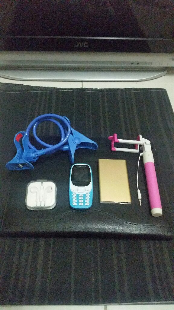 Mobile With Accesory