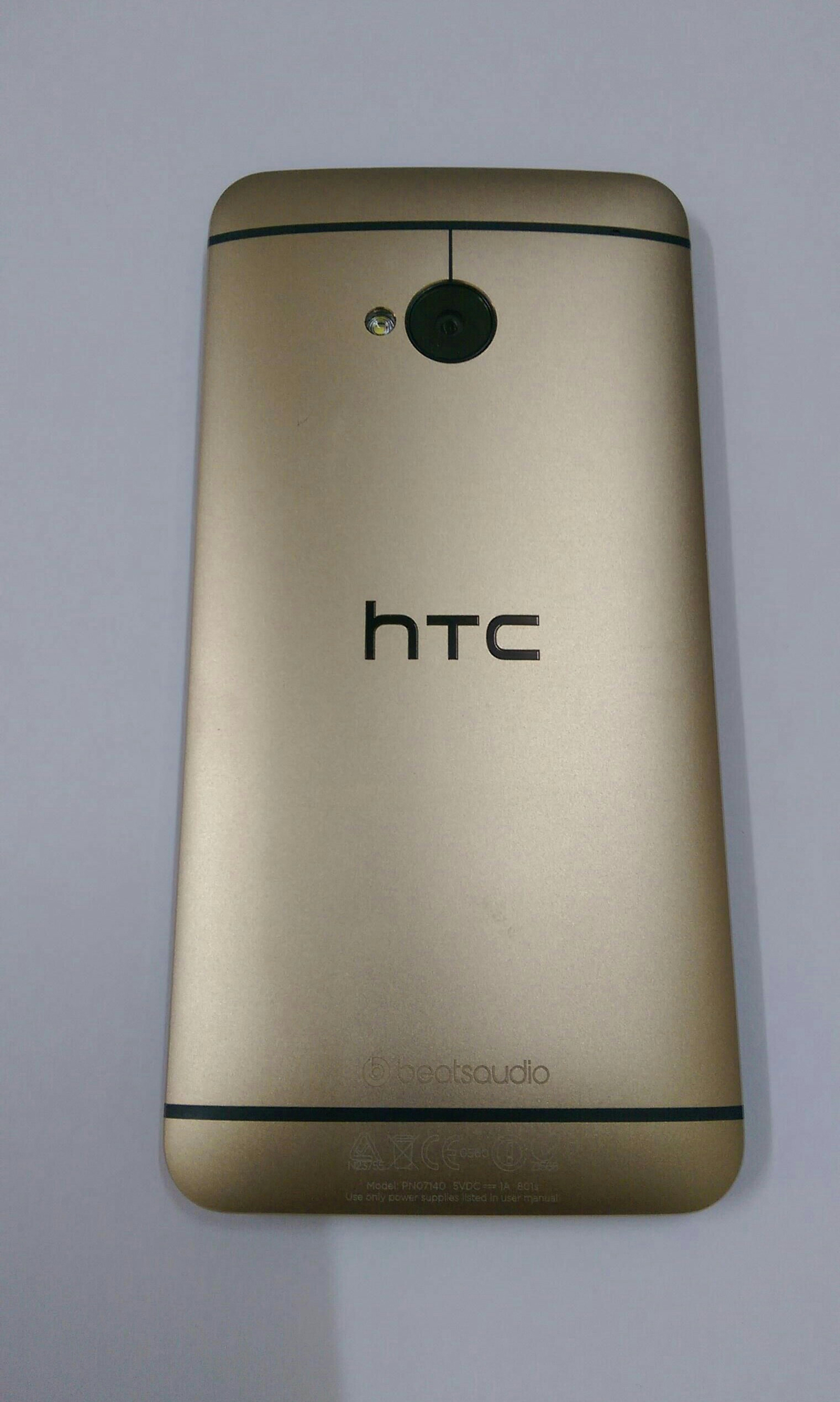 Htc One M7 32 Gb  Beats Audio Few Days Old No Scratch