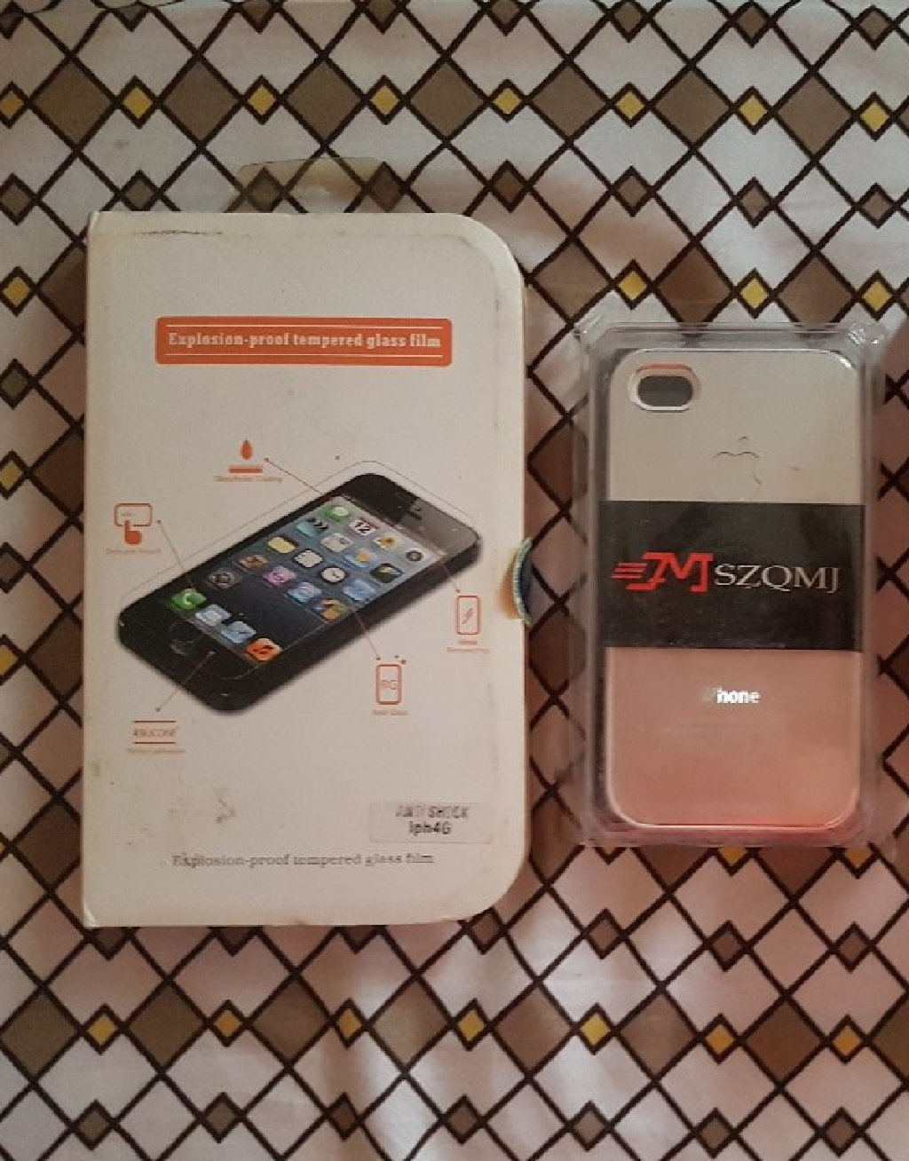 IPhone 4s case and screen protector