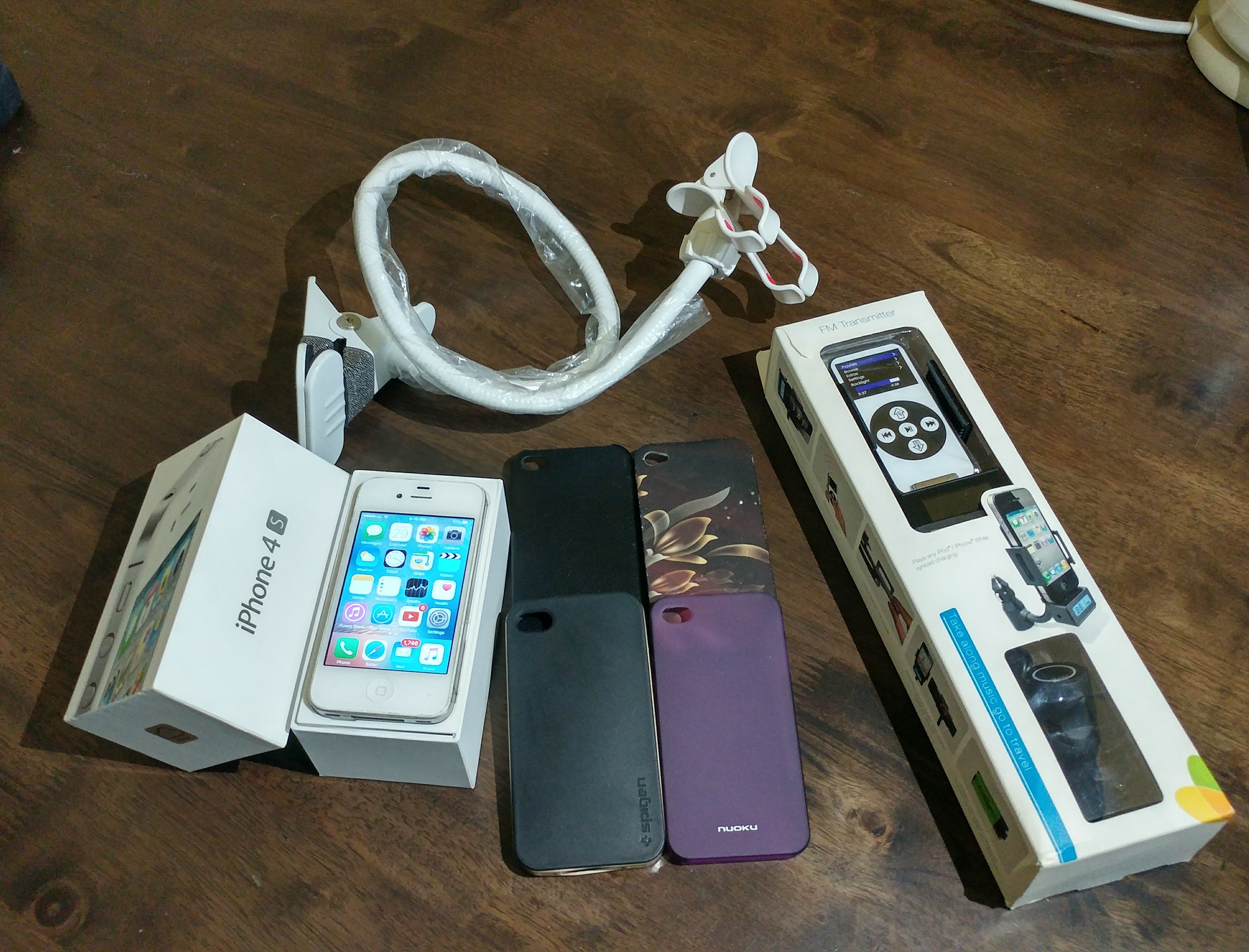 IPhone 4S With All Accessories