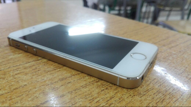 Iphone 5s Gold 4G 16gb With Charger Only And Fingerprint Disabled