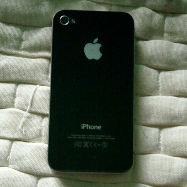 iPhone 4 16gb  New With Charger With Screen Guard Protection