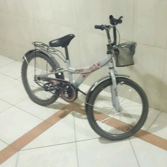 Cycle Good Condition/hardly Used For Ages 10-14 Works Properly.