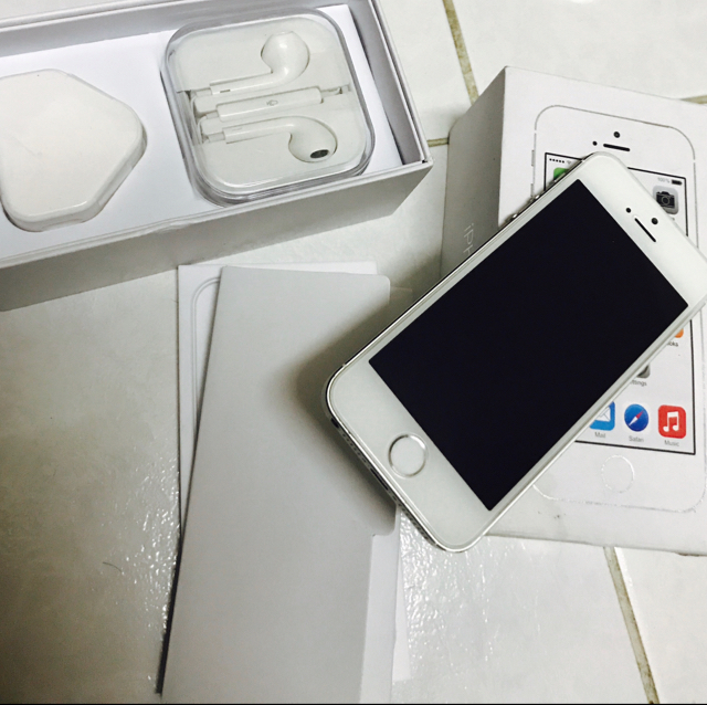 IPhone 5s 32 GB Like New No Single Scathes Both Side