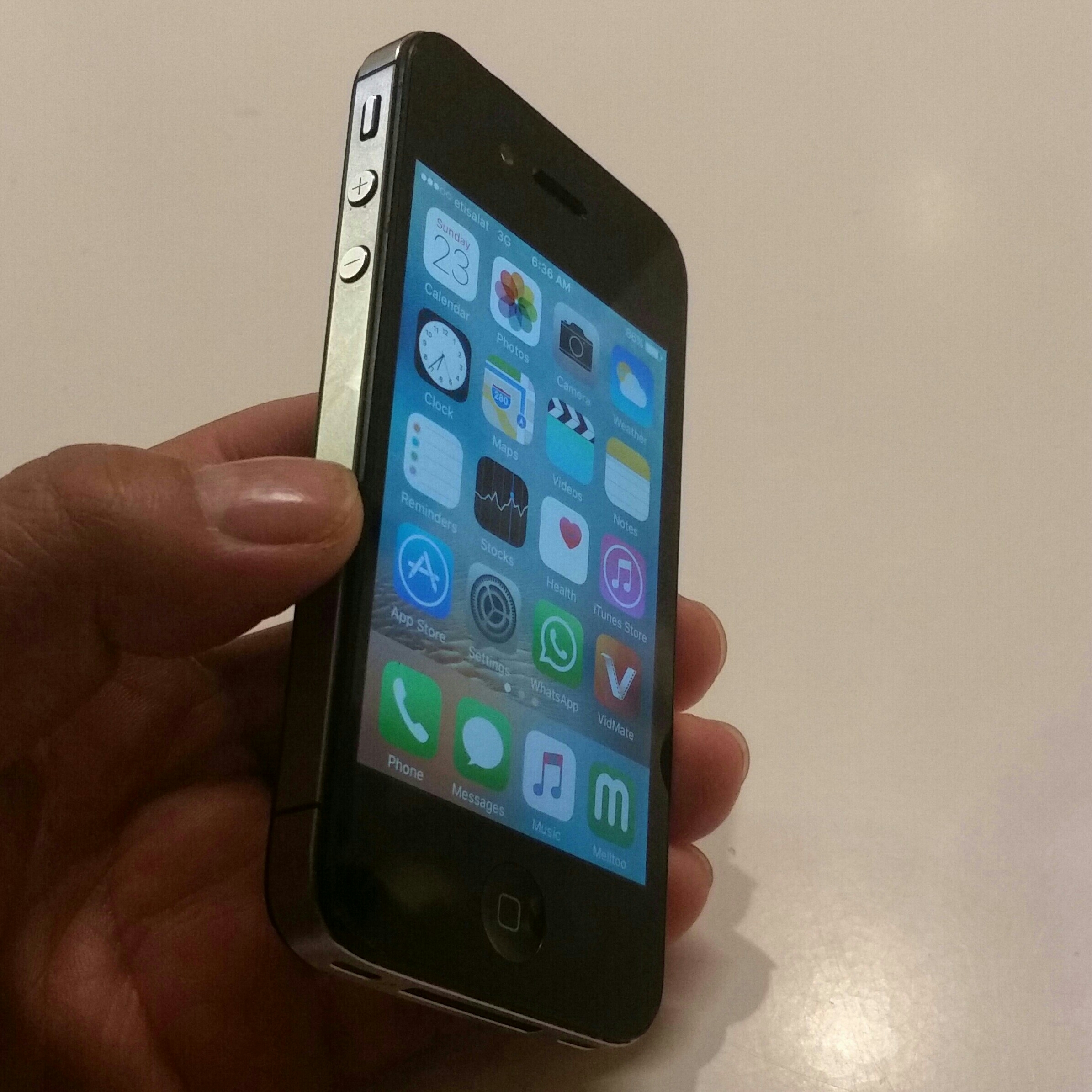 64 GB iphone 4S Black Edition With Charger, Earphone, Back Cover, Screen Protect Fixed.