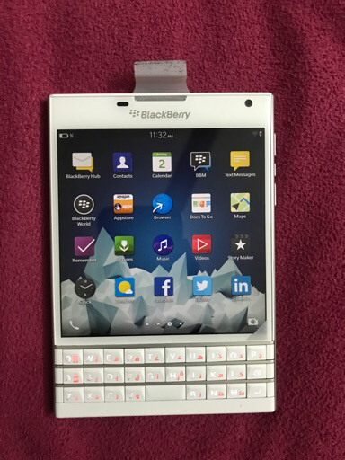 blackberry PASSPORT. WHITE.