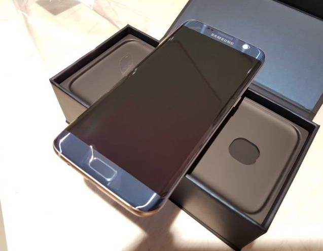 SAMSUNG S7 EDGE With SAMSUNG VRY & SAMSUNG DOCK THOSE WHO ARE INTERESTED PLEASE CONTACT ME TNKU