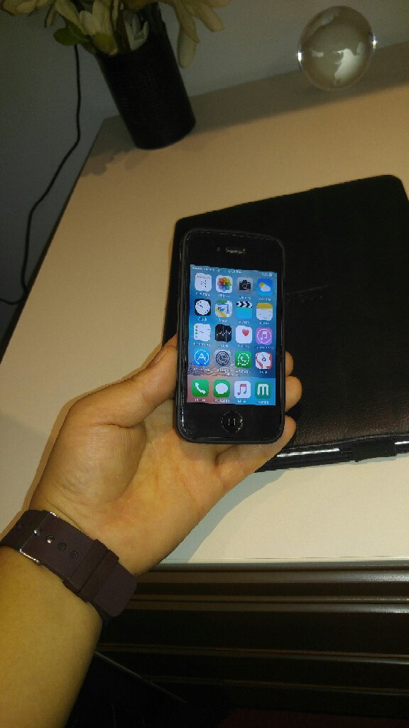 64 GB IPHONE 4S With Full Accessory