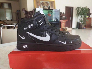 Used Nike sneakers size 42 new  in Dubai, UAE