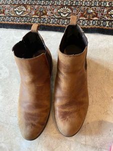 Used Short genuine leather boots. Size 6 in Dubai, UAE