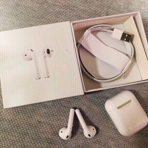 Used Apple Airpods 2 Master Copy in Dubai, UAE