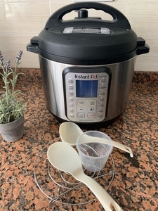 Used Instant Pot duo 6 qt in Dubai, UAE