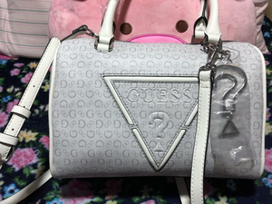 Used Guess bag never been use...  in Dubai, UAE
