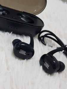 Used JBL Earbuds TWS 4 pure bass ● in Dubai, UAE