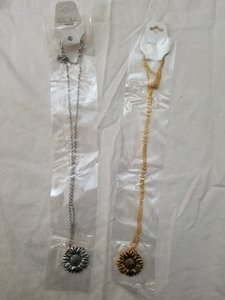 Used Open and closing necklaces in Dubai, UAE