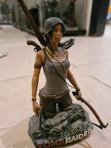 Used Lara croft 13 cm statue in Dubai, UAE