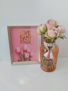 Used Frame and artificial flowers in Dubai, UAE