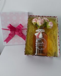 Used Vase and flowers in gift box in Dubai, UAE