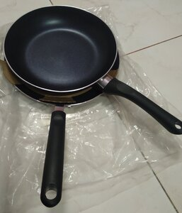 Used 2 pcs flat pan 26 cm fry pan 24 cm in Dubai, UAE