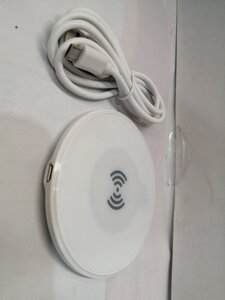 Used Bundle Wireless charger+HDMI Cable in Dubai, UAE