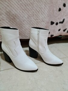Used Brand new white boots in Dubai, UAE