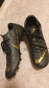 Used Football shoe in Dubai, UAE